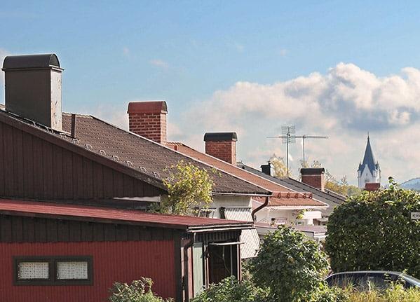 Kommunen bestämmer hur ofta och vad kostnaden blir för sotning